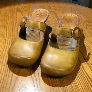 """Bare Traps """"Giddy"""".           Size 8  1/2"""